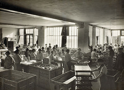 Old-fashioned pic of Bel facility interior